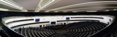 European Parliament, Plenar hall by CherryX per Wikimedia Commons (CC BY-SA 3.0)