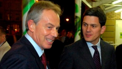 Former British Prime Minister Tony Blair (L) and British Foreign Minister David Miliband (R) arrive at Customs House in South Shields, U.K., Nov. 14, 2007. | Photo: EFE