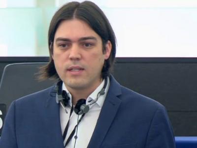 VIDÉO – Un membre du parlement européen dénonce les politiques liées à la crise Covid